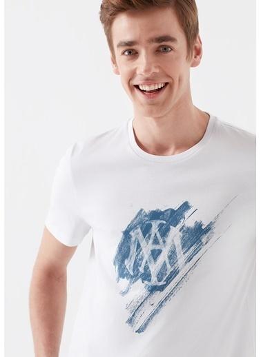 Mavi Tişört Beyaz
